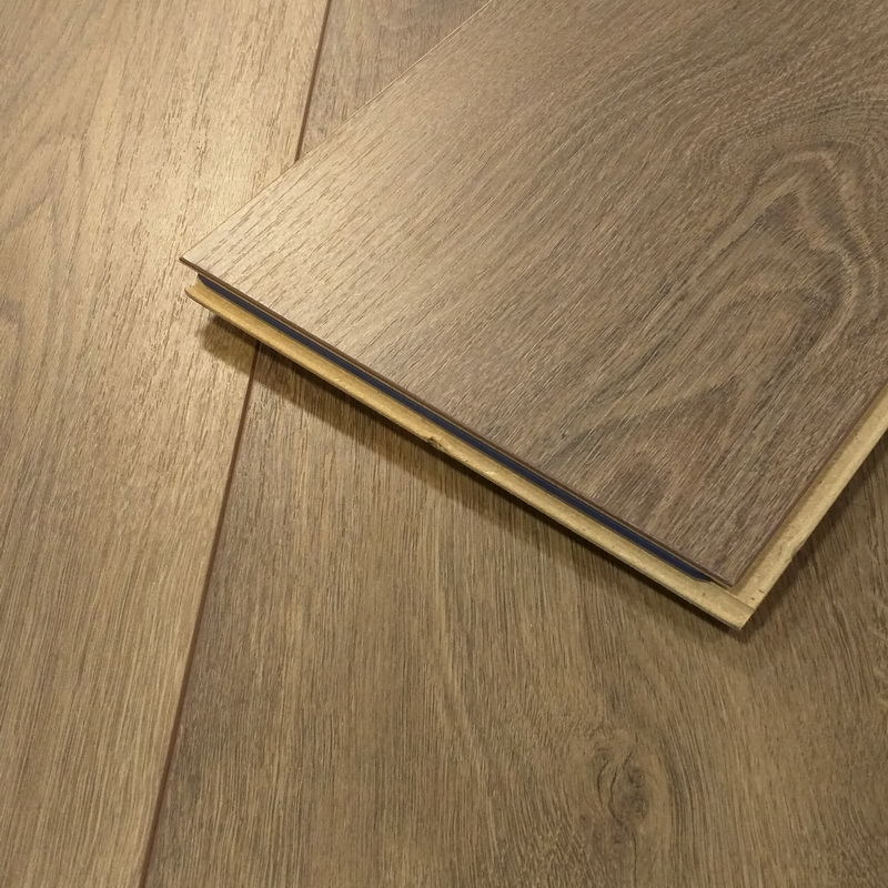 Kronoswiss  Montreux Oak 12mm Laminate