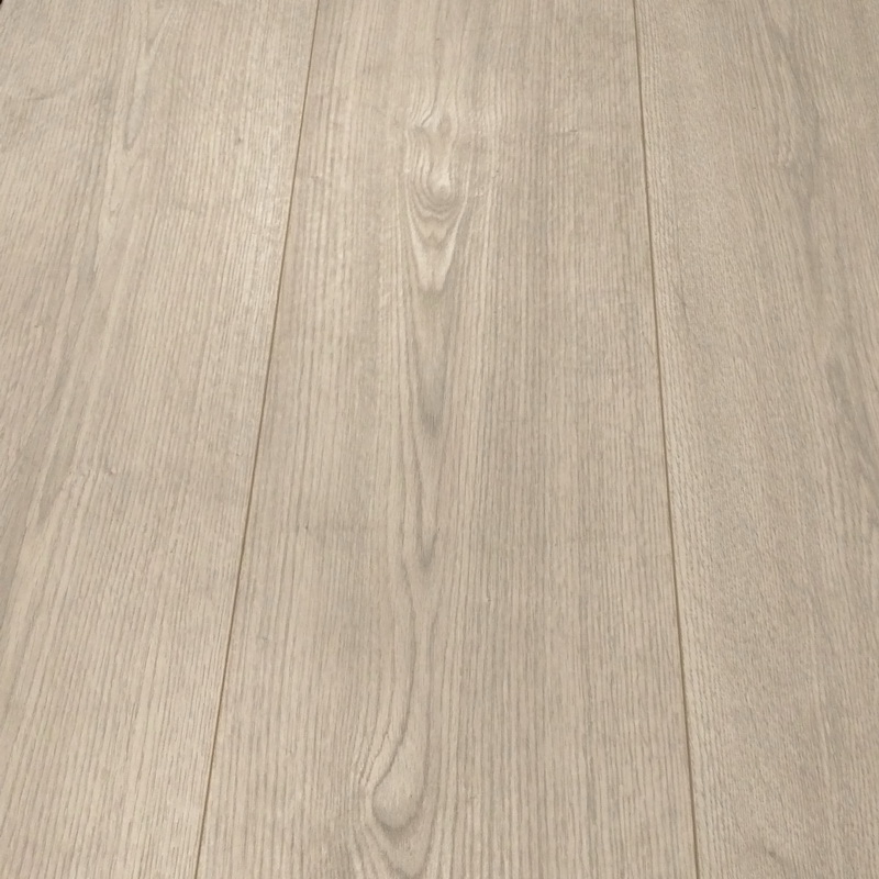 Kronoswiss- Giant (long box)  Matterhorn Oak 12mm Laminate