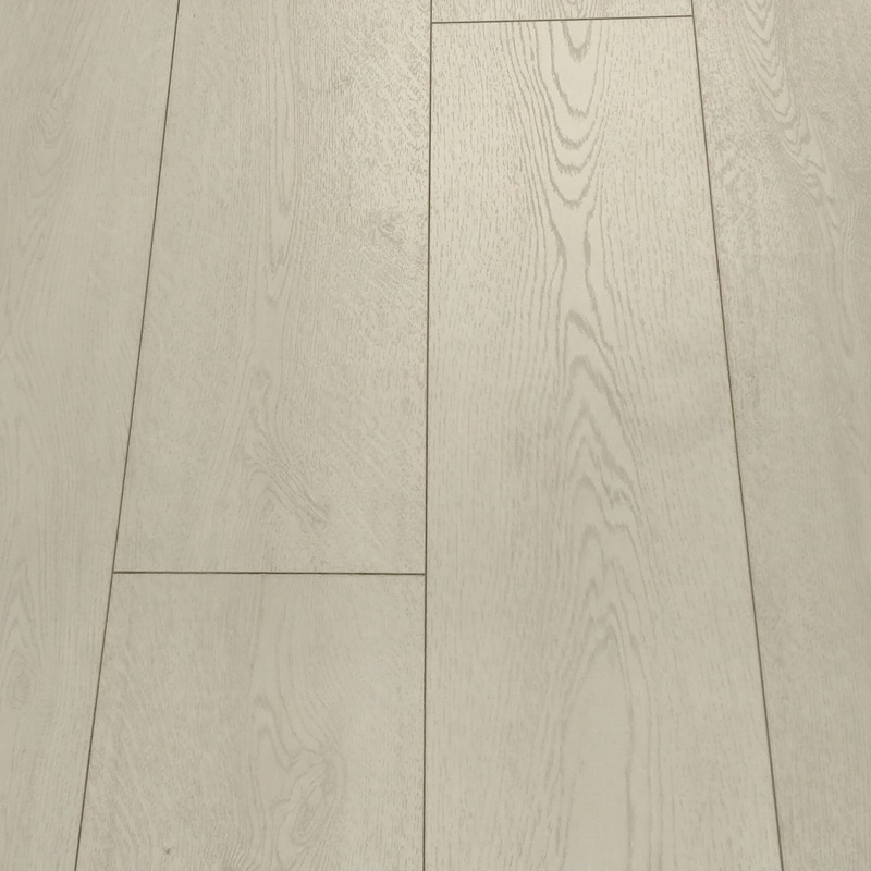 Kronoswiss  Penthouse Oak 10mm Laminate